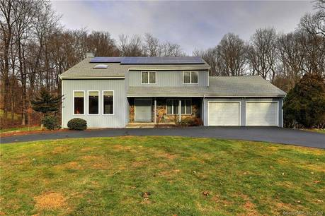 Single Family Home Sold in Trumbull CT 06611. Colonial house near lake side waterfront with 2 car garage.