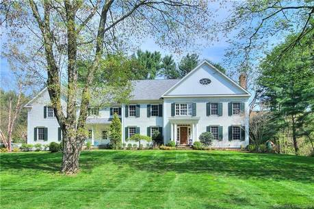 Single Family Home For Rent in Westport CT 06880. Colonial house near beach side waterfront with 3 car garage.