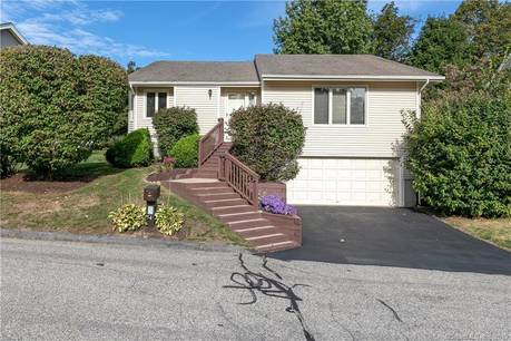 Condo Home Sold in Shelton CT 06484. Ranch house near waterfront with 2 car garage.