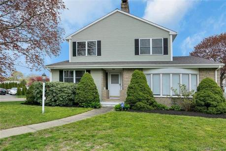 Single Family Home Sold in Bridgeport CT 06604. Colonial house near waterfront with 1 car garage.