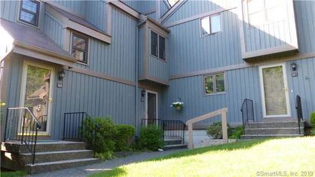 Condo Home Sold in Brookfield CT 06804. Ranch house near waterfront with swimming pool and 1 car garage.