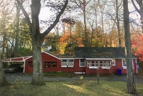 Single Family Home For Sale in Norwalk CT 06850. Ranch house near waterfront.