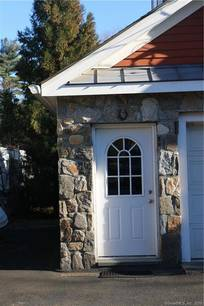 Residential Property For Rent in Stamford CT 06903. Ranch, colonial house near beach side waterfront.