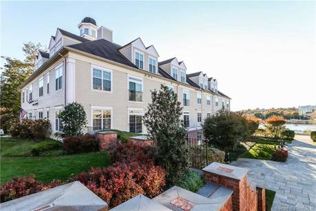 Condo Home Sold in Norwalk CT 06851. Ranch house near beach side waterfront.