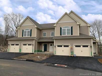 Condo Home For Rent in Shelton CT 06484. Ranch house near waterfront with swimming pool and 1 car garage.
