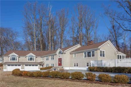 Single Family Home Sold in Stamford CT 06903. Ranch house near waterfront with swimming pool and 4 car garage.