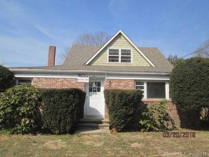 Foreclosure: Single Family Home Sold in Stamford CT 06905. Old  cape cod house near waterfront with swimming pool and 3 car garage.