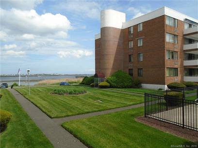 Short Sale: Condo Home Sold in Stratford CT 06615. Ranch house near beach side waterfront with swimming pool.