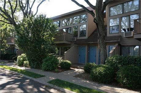 Condo Home Sold in Greenwich CT 06870.  townhouse near lake side waterfront.
