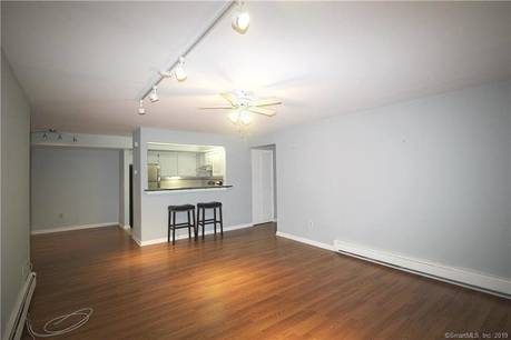 Condo Home For Rent in Greenwich CT 06870. Contemporary house near lake side waterfront with 1 car garage.