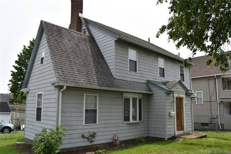 Single Family Home Sold in Bridgeport CT 06604. Old colonial house near waterfront with 1 car garage.