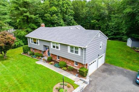 Single Family Home Sold in Monroe CT 06468. Ranch house near waterfront with swimming pool and 2 car garage.