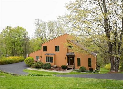 Single Family Home Sold in Brookfield CT 06804. Contemporary house near waterfront with 1 car garage.