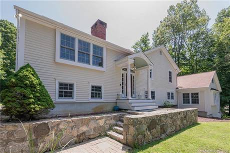 Single Family Home Sold in Ridgefield CT 06877. Ranch, colonial house near waterfront with swimming pool and 2 car garage.