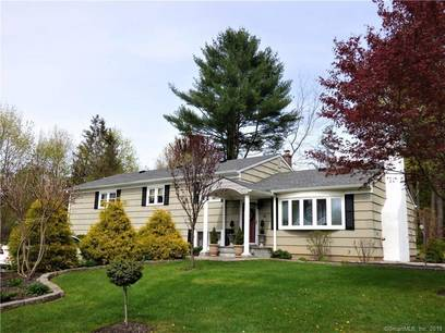 Single Family Home Sold in Brookfield CT 06804.  house near waterfront with 1 car garage.
