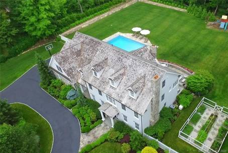 Luxury Mansion Sold in Westport CT 06880. Big colonial house near waterfront with swimming pool and 3 car garage.