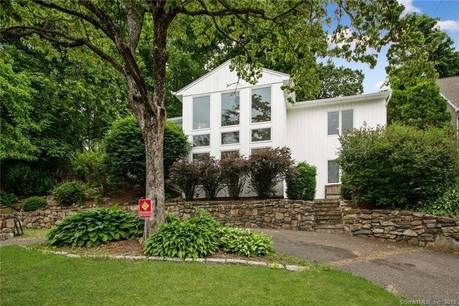 Single Family Home Sold in Brookfield CT 06804. Contemporary, ranch house near beach side waterfront.