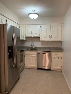 Condo Home For Rent in Norwalk CT 06851. Ranch house near beach side waterfront.