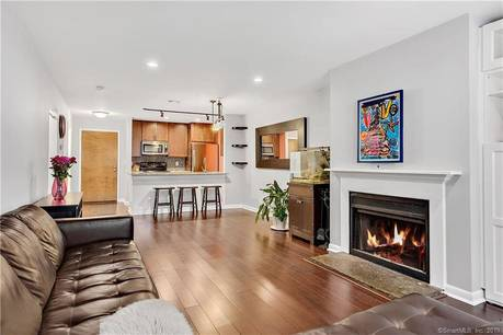 Condo Home Sold in Stamford CT 06905. Ranch house near waterfront with 1 car garage.