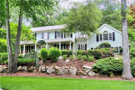 Single Family Home Sold in Wilton CT 06897. Colonial house near waterfront with 4 car garage.