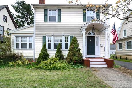 Short Sale: Single Family Home Sold in Bridgeport CT 06604. Old colonial house near beach side waterfront with 2 car garage.