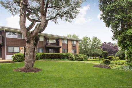 Condo Home Sold in Stamford CT 06905. Ranch house near river side waterfront with swimming pool and 2 car garage.