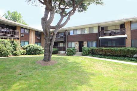 Condo Home Sold in Stamford CT 06905. Ranch house near river side waterfront with swimming pool.