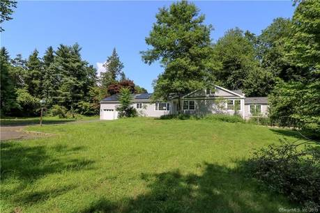 Foreclosure: Single Family Home Sold in Westport CT 06880. Ranch house near waterfront with 2 car garage.