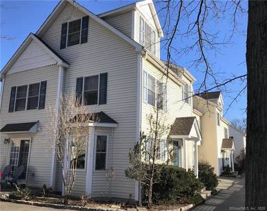 Single Family Home For Rent in Stamford CT 06902. Colonial house near waterfront with 1 car garage.