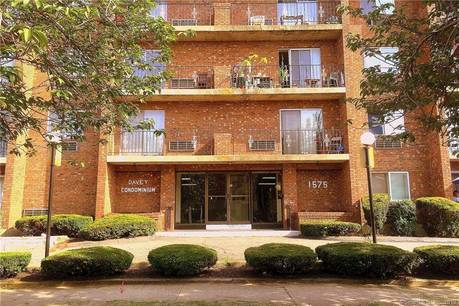 Condo Home Sold in Bridgeport CT 06610. Ranch house near beach side waterfront with 1 car garage.
