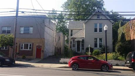 Single Family Home Sold in Bridgeport CT 06607. Old colonial house near waterfront with 1 car garage.