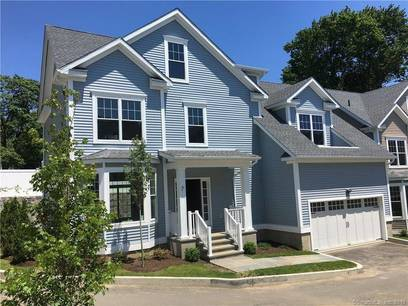 Condo Home For Sale in Stamford CT 06906.  house near waterfront with swimming pool and 2 car garage.