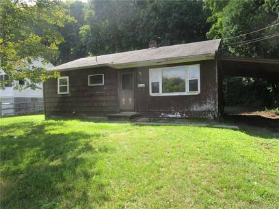 Foreclosure: Single Family Home Sold in Bethel CT 06801. Ranch house near waterfront with 1 car garage.