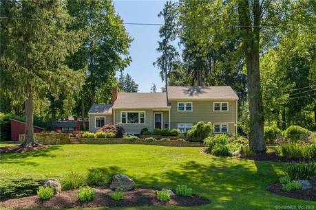 Single Family Home Sold in Newtown CT 06470.  house near lake side waterfront with 1 car garage.