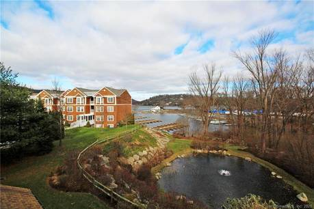 Condo Home Sold in Danbury CT 06811. Ranch house near lake side waterfront with swimming pool.