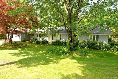Single Family Home Sold in Brookfield CT 06804. Ranch house near waterfront with swimming pool and 2 car garage.