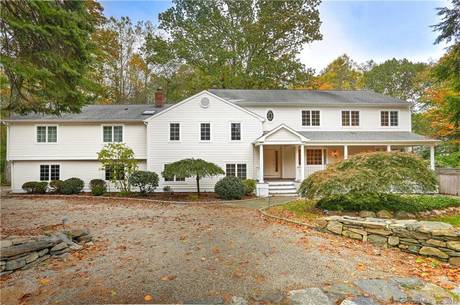 Single Family Home For Rent in Westport CT 06880. Colonial house near beach side waterfront with swimming pool and 2 car garage.