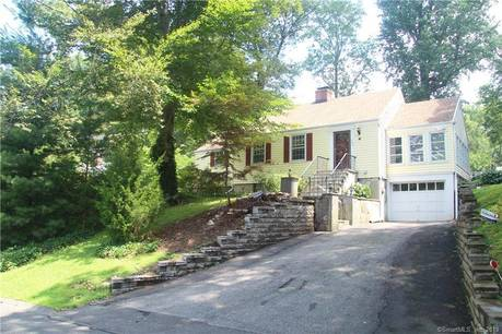 Single Family Home Sold in Stamford CT 06905. Ranch house near beach side waterfront with 1 car garage.