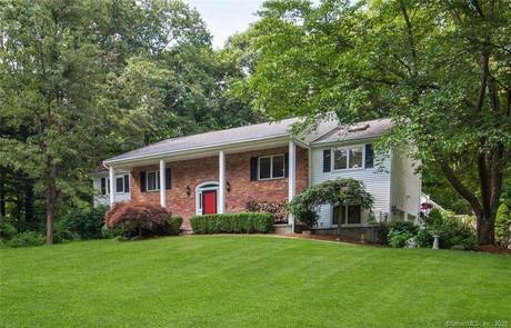 Single Family Home Sold in Redding CT 06896. Ranch house near waterfront with swimming pool and 2 car garage.
