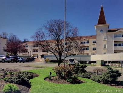 Condo Home Sold in Danbury CT 06810. Ranch house near waterfront with 1 car garage.