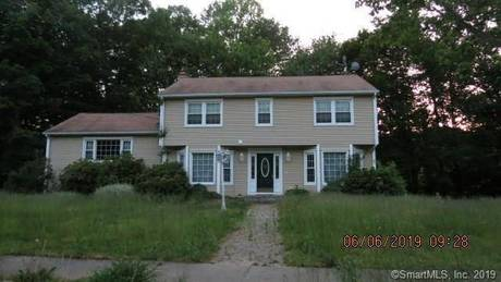 Foreclosure: Single Family Home For Sale in Stratford CT 06614. Colonial house near waterfront with 3 car garage.