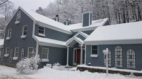 Foreclosure: Single Family Home Sold in New Fairfield CT 06812. Contemporary cape cod house near waterfront with 2 car garage.