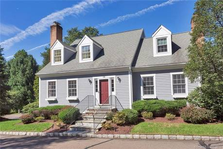 Condo Home Sold in Fairfield CT 06825.  house near waterfront with 2 car garage.