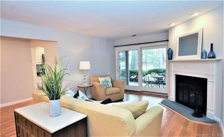 Condo Home Sold in Fairfield CT 06890. Ranch house near beach side waterfront with swimming pool.
