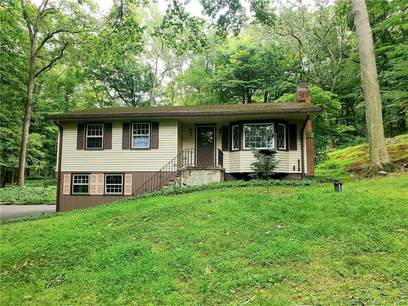 Single Family Home Sold in Newtown CT 06470. Ranch house near waterfront with 2 car garage.