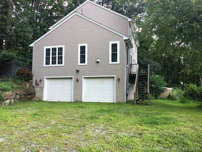 Foreclosure: Single Family Home Sold in Newtown CT 06470. Colonial house near waterfront with 1 car garage.