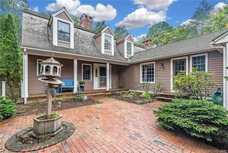 Single Family Home Sold in Monroe CT 06468. Colonial house near waterfront with 3 car garage.