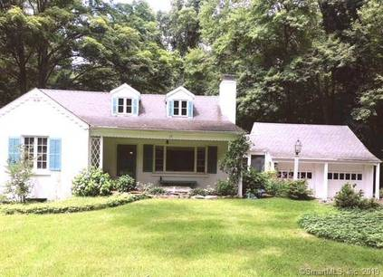 Single Family Home Sold in Weston CT 06883. Ranch cottage house near waterfront with 2 car garage.