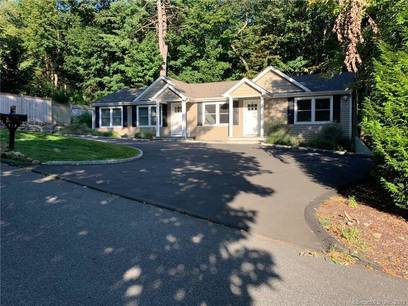 Single Family Home For Rent in Ridgefield CT 06877. Ranch house near waterfront.
