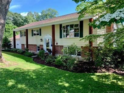 Single Family Home Sold in Danbury CT 06811. Ranch house near waterfront with swimming pool and 2 car garage.